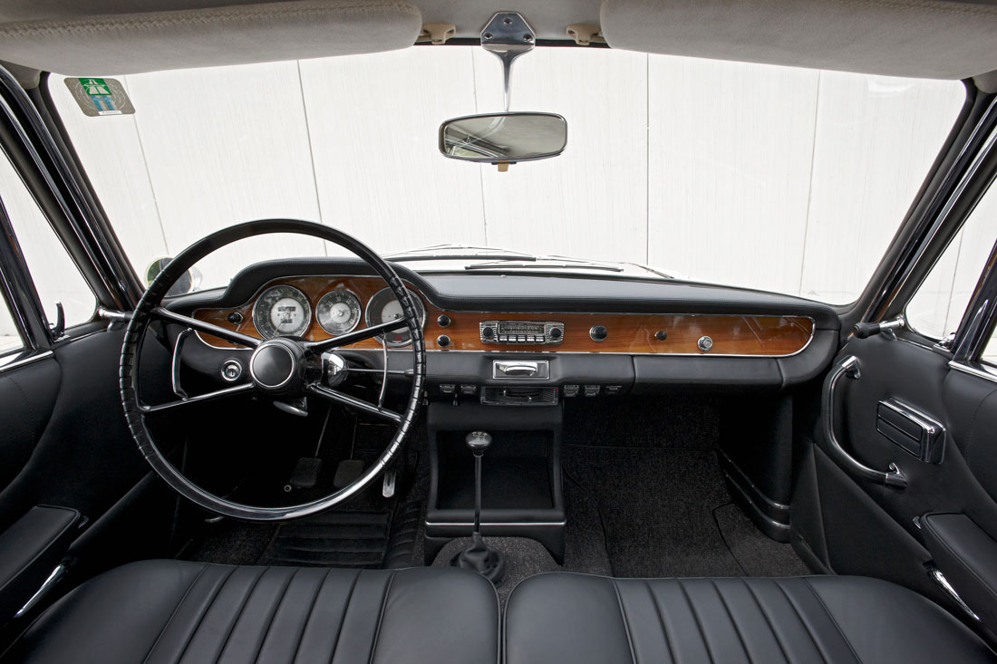 BMW 3200 Coupe CS 1962 Interior